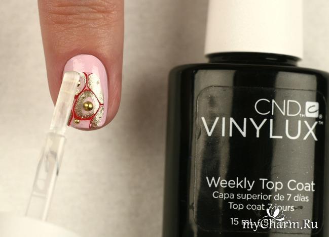 Этот nail-арт выполнен на коротких ногтях в самой актуальной гамме наступающего года