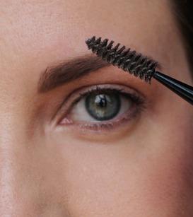 Быстрый макияж бровей
