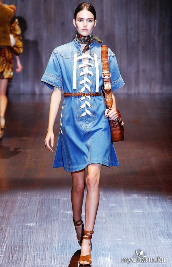 Джинсовое платье с показов