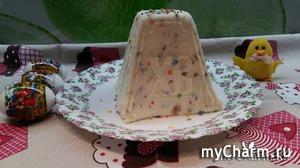 Творожная Пасха с заварным кремом, курагой, изюмом и шоколадными каплями.