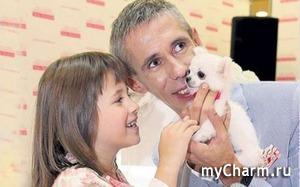 Алексей Панин отвоевал дочку у жены