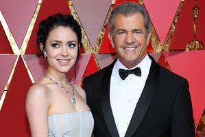 Мел Гибсон пришел на «Оскар» со своей молоденькой подругой