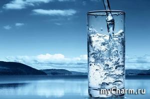 Банально, но факт: вода полезна для здоровья и красоты. Но знаешь ли ты, почему так происходит? И как именно вода влияет на организм?