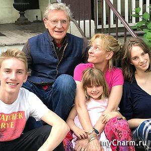 Ума Турман опубликовала фото с отцом и детьми