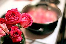 Как сделать розовую воду. Рецепты и советы.