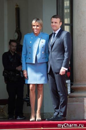 Жена нового президента Франции тоже выбрала голубой наряд для инаугурации
