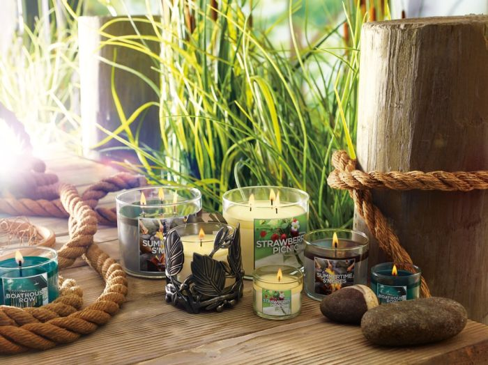 Bath & Body Works: the new summer collection of candles Lakeside Summer!