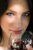 Алкоголь и кожа: когда полезно, а когда – во вред