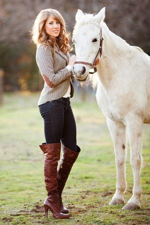 Стать красивой поможет лошадь!