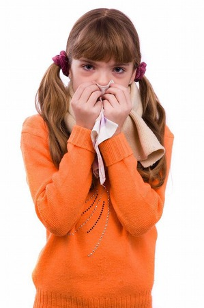 Детский насморк: стоит ли лечить?