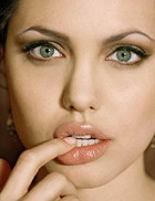 2 способа увеличить губы с помощью корицы