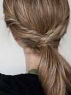 Стильный хвостик для средних и длинных волос