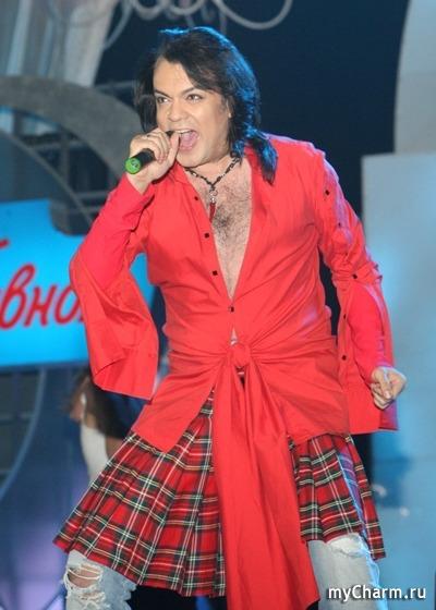 Мужик в красной юбке