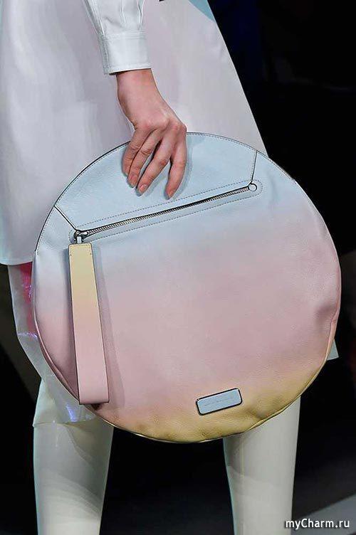 София Коппола представила новый дизайн сумки Louis Vuitton