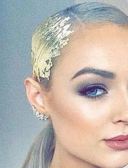 Сусальное золото на волосах: ещё одна новогодняя идея