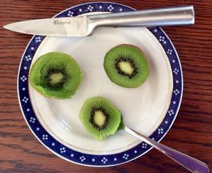 Маска по новозеландски из киви фрукта и другие утренние прелести ухода за кожей лица.