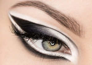 Новогодний макияж в черно-белой гамме (2 варианта)