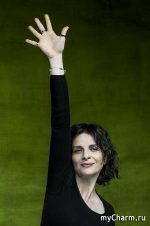 Зачем знаменитости фотографируются с поднятой рукой?