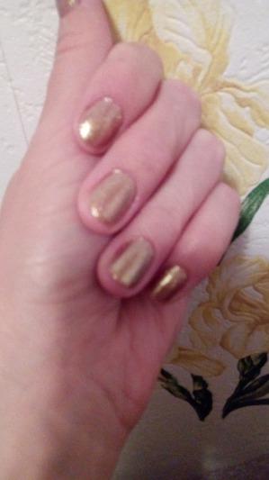 Новинка Фаберлик. Лак для ногтей золотой