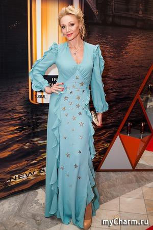 Небесно-голубое платье Кристины Орбакайте
