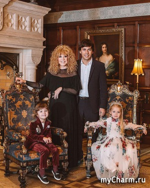 Новогодняя семейная фотография Галкина и Пугачевой