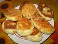 жаренные пирожки с вишней