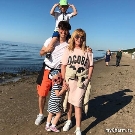 Галкин разместил фото с Пугачевой и детьми из Юрмалы