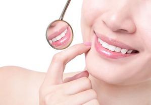 Может ли зубной порошок осветлить зубы?