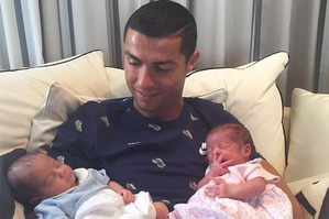 Криштиану Роналду впервые разместил снимок близнецов