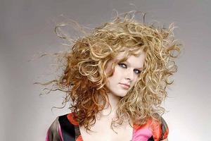 Как ухаживать за сухими, вьющимися волосами?