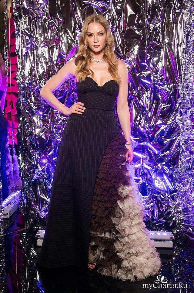 Платье Светланы Ходченковой на премии «Женщина года»