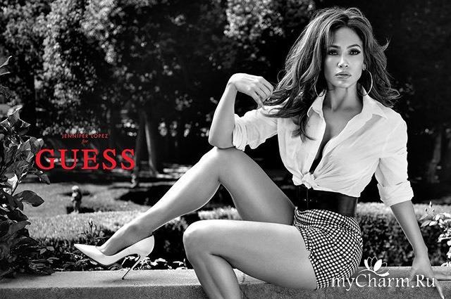 Дженнифер Лопес в черно-белой фотосессии для Guess