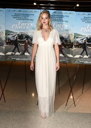 Дженнифер Лоуренс стала надевать на красные дорожки свадебные платья