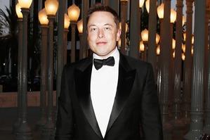 Илон Маск полетел за Дакотой Джонсон в Бразилию