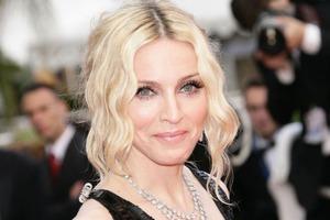 Мадонна в гневе! Обычный курьер ее... не узнал и не отдал ей посылку!