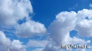 На пляже с облаками