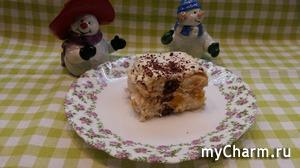 "Торт без выпечки из печенья ""Савоярди"" с персиками и взбитыми сливками."