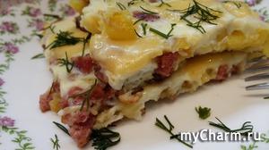 Быстрый завтрак-омлет с картошкой и колбасой.