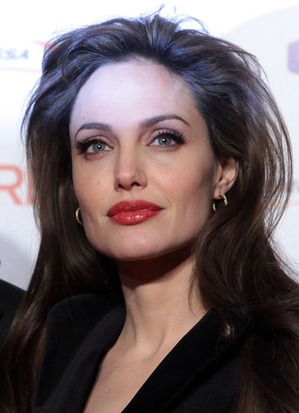 У чармелек косметики больше, чем у Анджелины Джоли