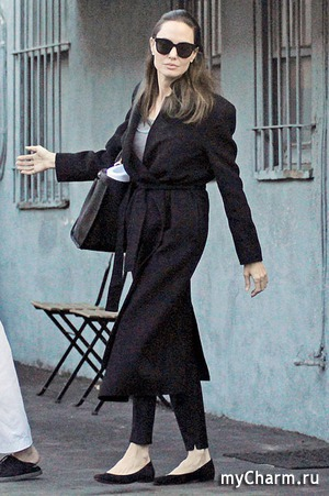 Анджелина вышла в город после слухов о ее новом романе