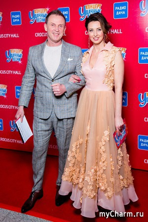 Нестареющие Виктор Рыбин и Наталья Сенчукова на концерте «Удачные песни»
