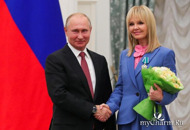 Президент вручил почетный орден Валерии