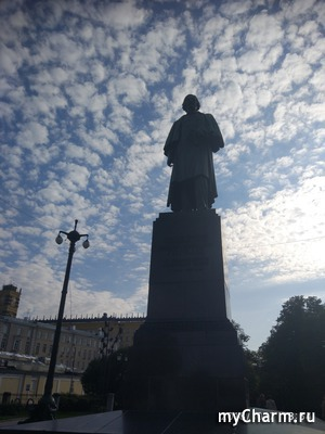 Гоголевский бульвар и Дом Бурганова