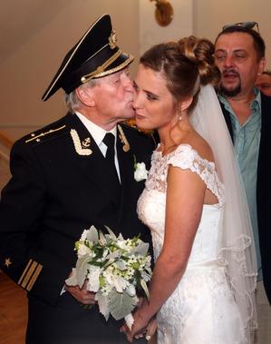 Почему Иван Краско решил развестись с молодой женой?