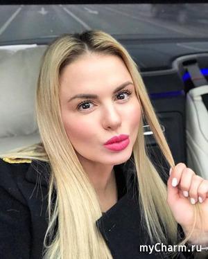 Анна Семенович стала шатенкой