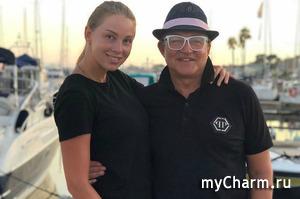 Дмитрий Дибров потерял в Испании чемодан своей супруги с ее украшениями