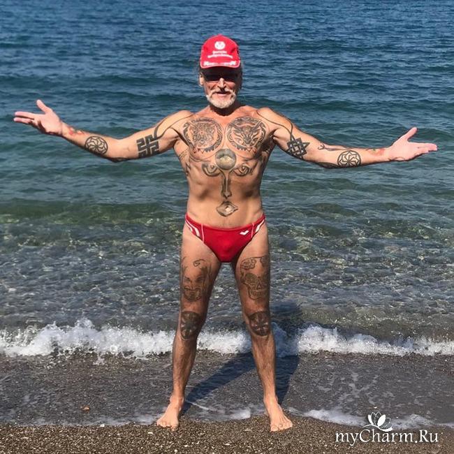 Никита Джигурда похвастался пляжным фото в красных плавках
