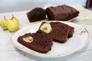 Шоколадный кекс с грушами.