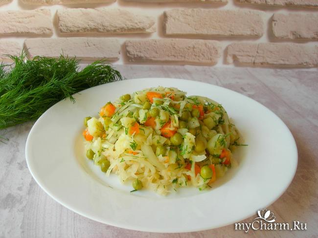 Постный салат с квашеной капустой, по вкусу напоминает винегрет