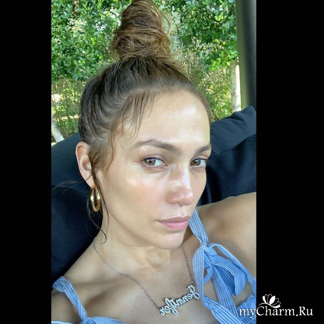 Дженнифер Лопес показала снимок без макияжа